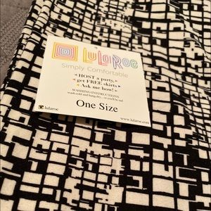 Lularoe OS NWOT Black White Legging